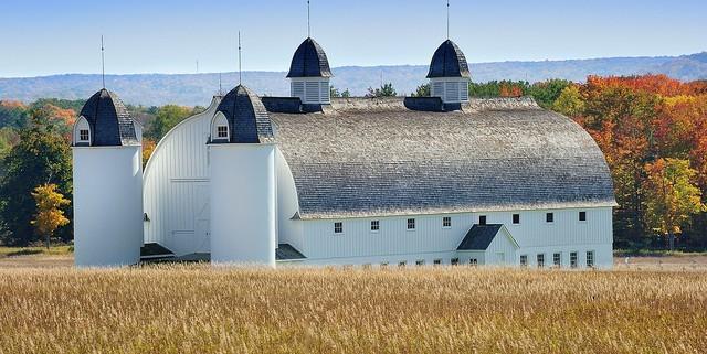 DH-Day-Barn-in-Fall-by-John-McCormick